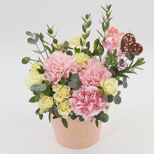 Цветы в коробке  Два сердца