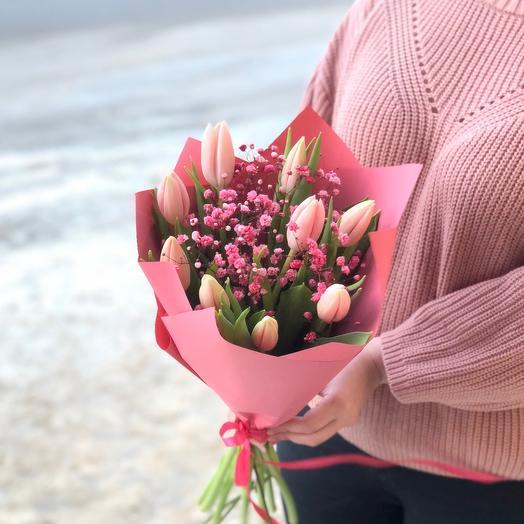 Дуобукет из розовых тюльпанов и красной гипсофилы, Размер S