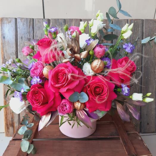 """Цветы в коробке """"Малиновый восторг 2"""""""