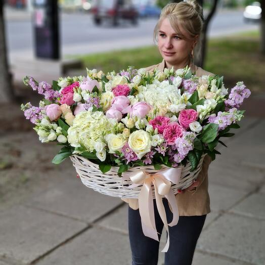 """Корзина с цветами """"Венчальная"""""""