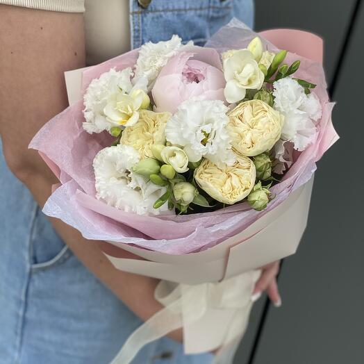 Букет Джустин из пиона, фрезии, эустомы и розы