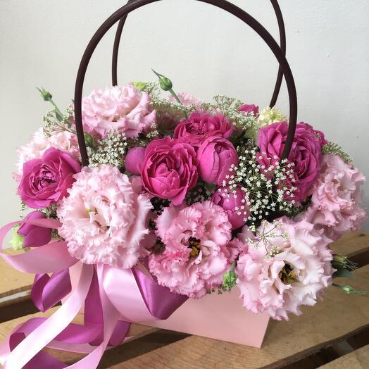 Цветы в коробке Зефир