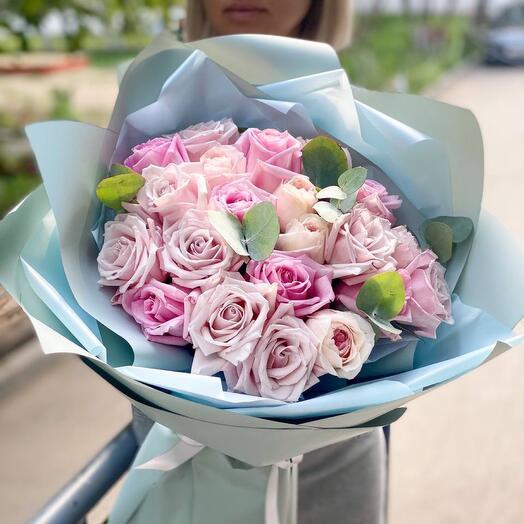 Букет из роз с эвкалиптом Маршмеллоу