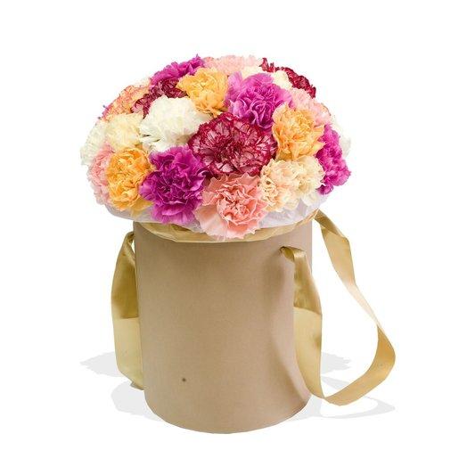 Цветы в шляпной коробке Романтика в гвоздиках: букеты цветов на заказ Flowwow