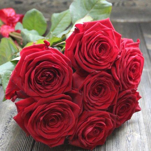7 роз Ред Наоми