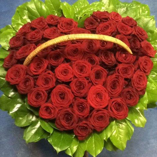 Красное сердце: букеты цветов на заказ Flowwow