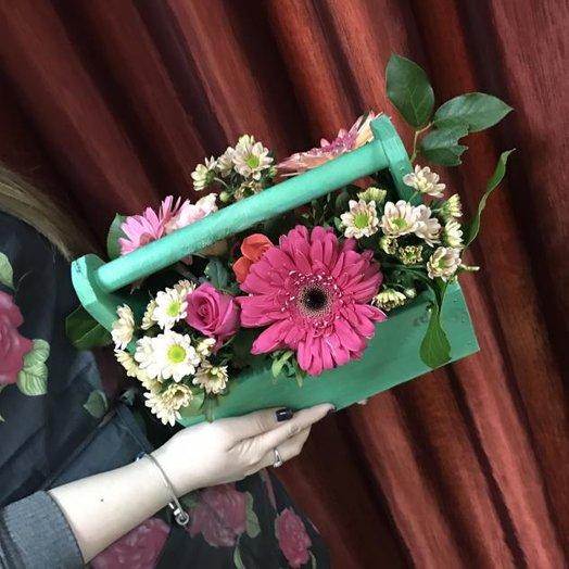 Композиция в деревянном кашпо: букеты цветов на заказ Flowwow