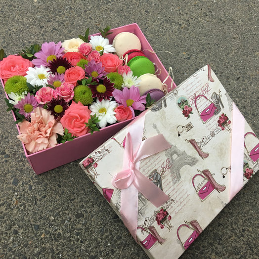 Коробка микс с макаронс : букеты цветов на заказ Flowwow