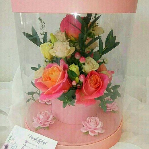 Цветы в прозрачной шляпной коробке: букеты цветов на заказ Flowwow