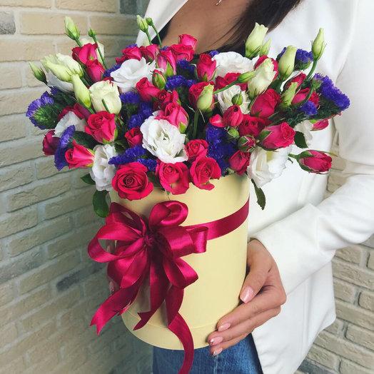 Шляпная коробка с яркими розами