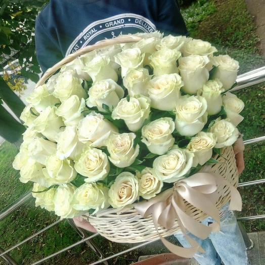 85 роз в корзине Лунный свет: букеты цветов на заказ Flowwow