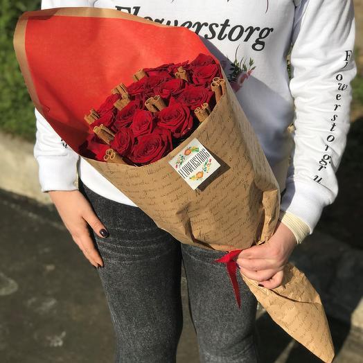 Букет из 19  красных роз 50 см  с корицей. N276: букеты цветов на заказ Flowwow