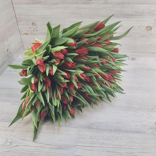 Букет из 101 красного тюльпана: букеты цветов на заказ Flowwow