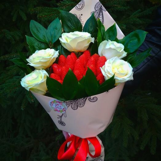 """Клубничный букетик """"Моей!"""": букеты цветов на заказ Flowwow"""