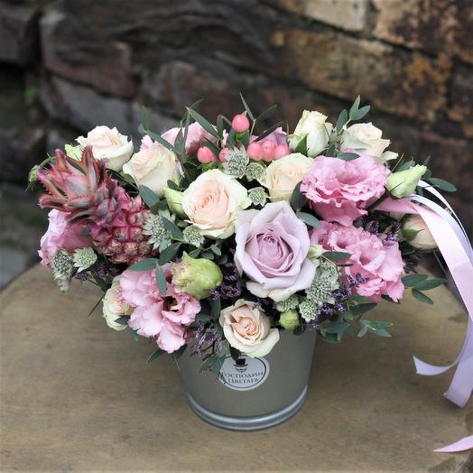 Композиция Дня с Ананасиком: букеты цветов на заказ Flowwow