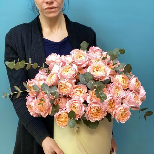 Коробка с пионовидными розами