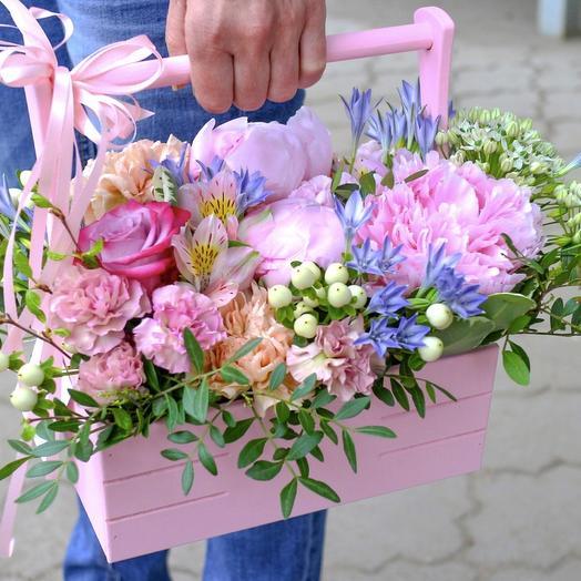"""Корзина с цветами """"Первая бабочка"""""""