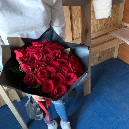 Розы голландские в дизайнерской упаковке 51 Шт: букеты цветов на заказ Flowwow