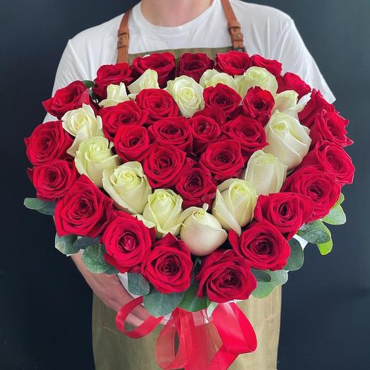 Сердце из роз 🌹🌿: букеты цветов на заказ Flowwow