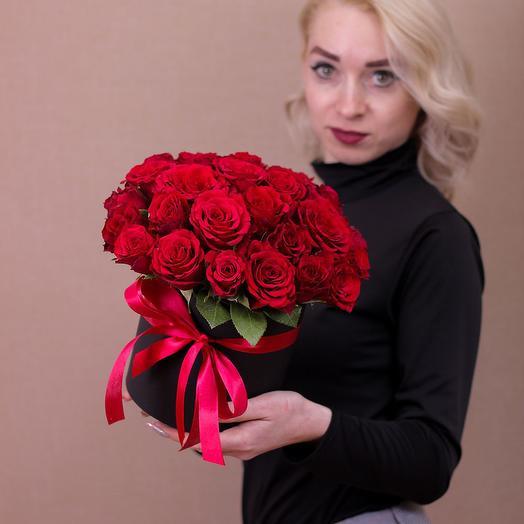 Шляпная коробка из 29 красных роз премиум