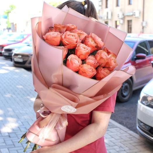 Пионовидные кофейные розы