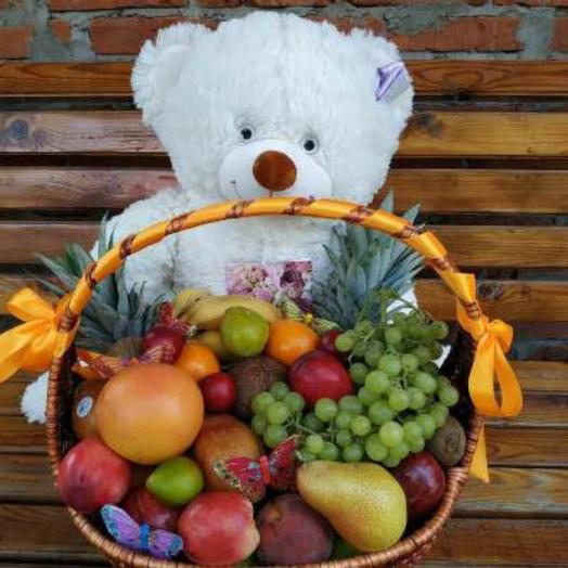 Корзина с фруктами и мишкой