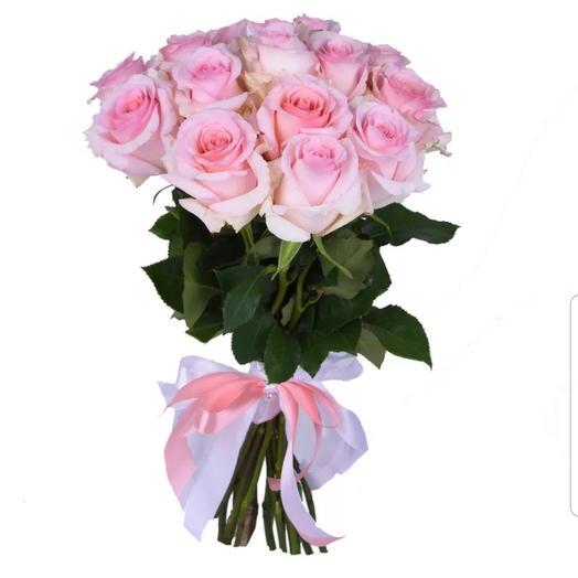 Букет из 15 нежнейших розовых роз на ленте