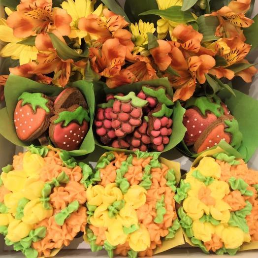 Коробочка с живыми цветами, пряниками и пирожными