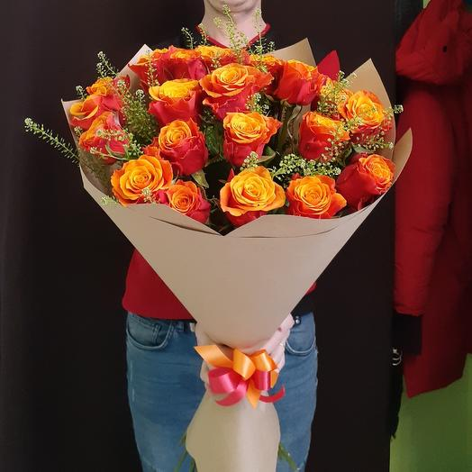 Охапка ярких роз