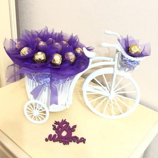 Ферреро роше в декоративном велосипедех