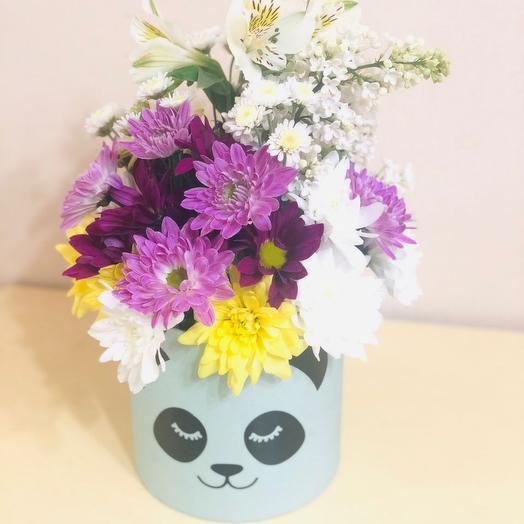 Цветы в коробке с пандочкой
