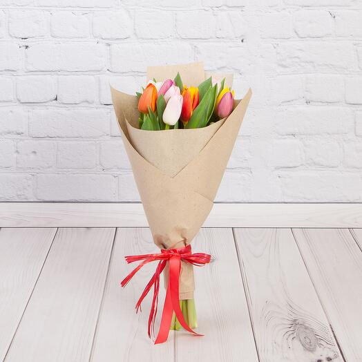 Букет из 11 тюльпанов в крафте МИКС