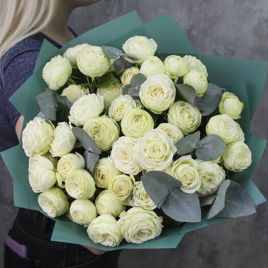 Букет из 11 белых пионовидных кустовых роз «Сливочный»