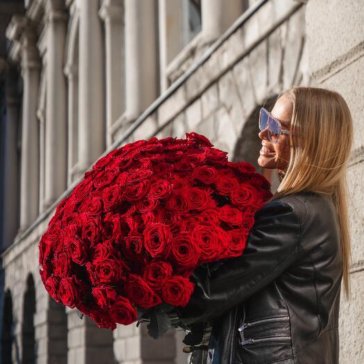 Монобукет из красных роз 136