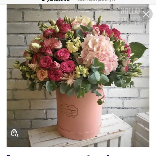 Bushy cute roses and hydrangeas in a hatbox