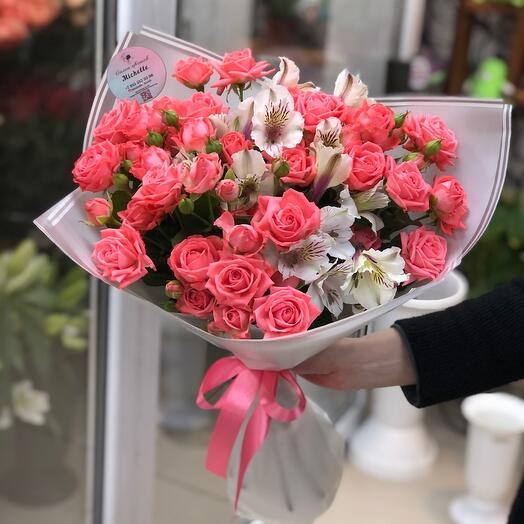 Кустовые розы и альстромерия