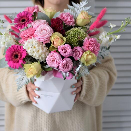 Яркая композиция  с герберами и розами