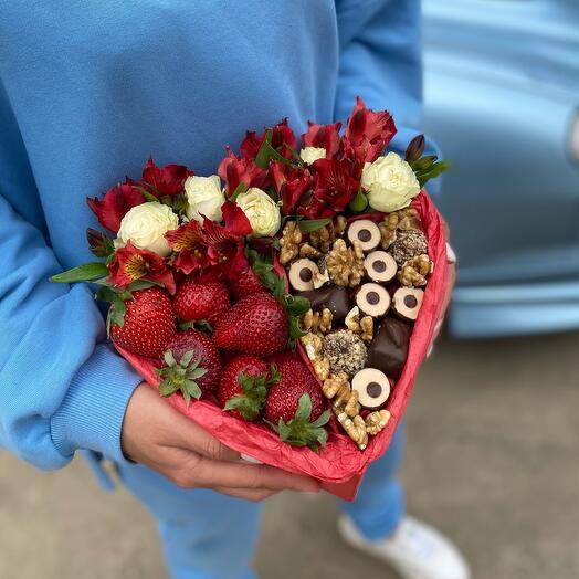 Клубника, цветы и шоколад