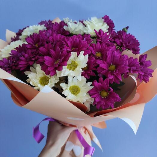Букет из 15 веточек хризантемы двух цветов