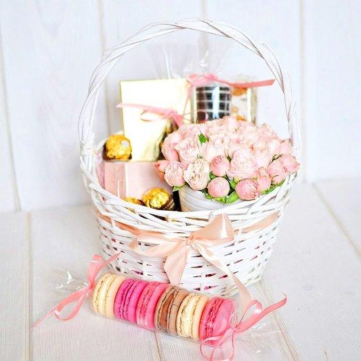 Корзинка Счастье: букеты цветов на заказ Flowwow