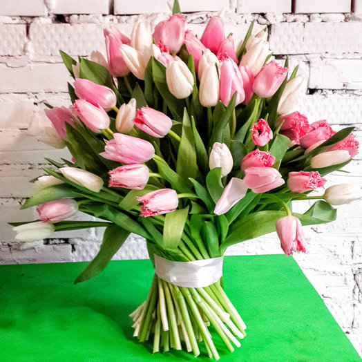 Букет из 101 розового тюльпана: букеты цветов на заказ Flowwow