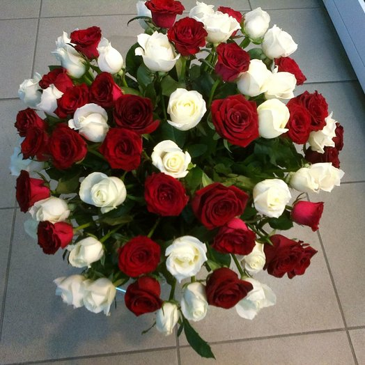 Букет из роз 65 штук: букеты цветов на заказ Flowwow