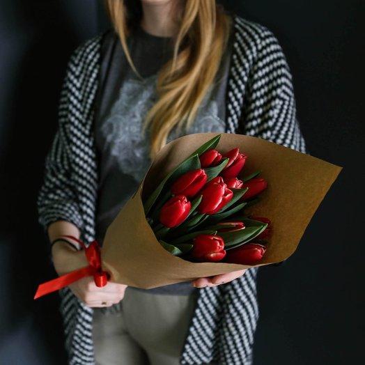 Букет из 11 красных тюльпанов: букеты цветов на заказ Flowwow