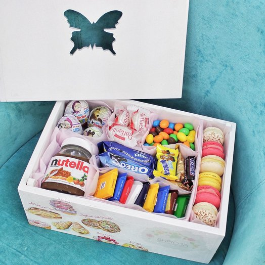Фирменный деревянный ящик со сладостями и драже: букеты цветов на заказ Flowwow