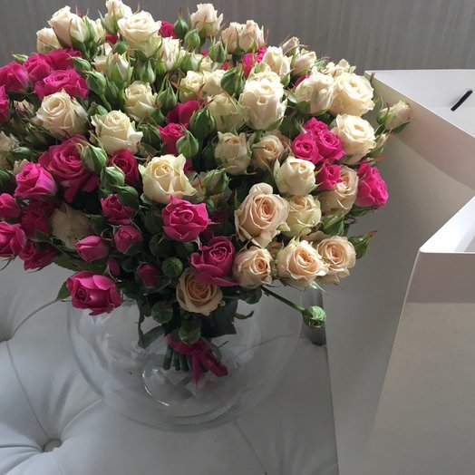 Букет в вазе: букеты цветов на заказ Flowwow