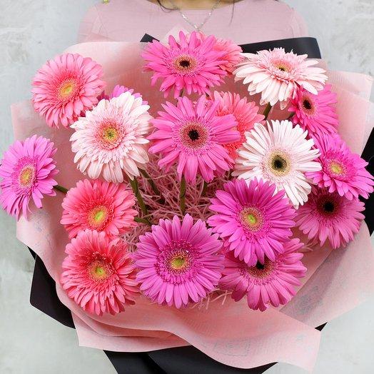 Букет из 19 розовых гербер: букеты цветов на заказ Flowwow