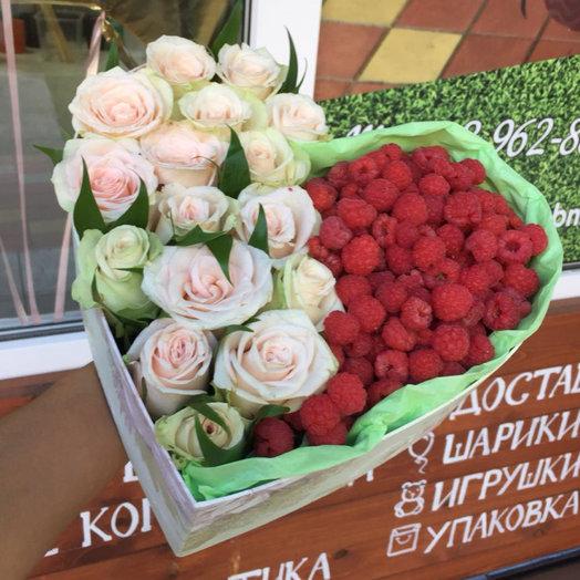 Коробка с малиной: букеты цветов на заказ Flowwow