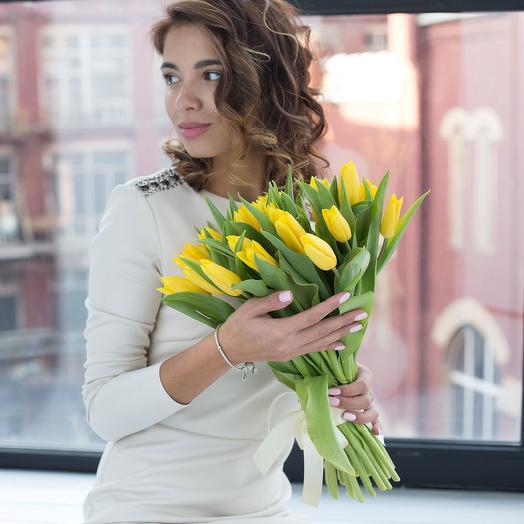"""Букет из 21 желтого тюльпана """"Стронг Голд"""""""