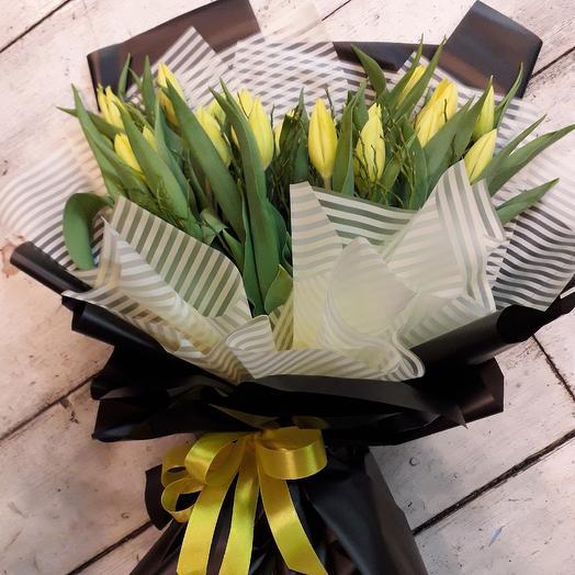 Тюльпаны в стильном оформлении: букеты цветов на заказ Flowwow