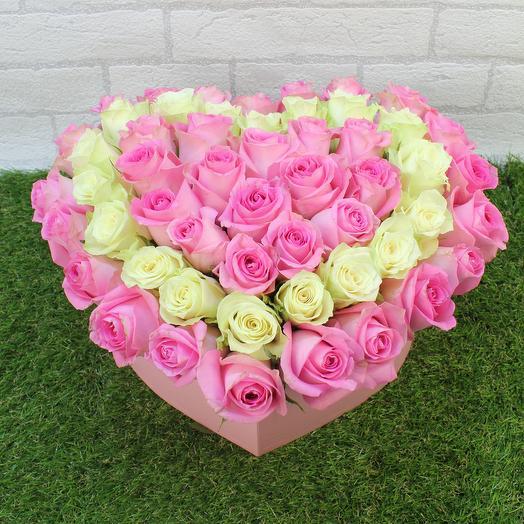 51 розовая и белая роза Сердце: букеты цветов на заказ Flowwow